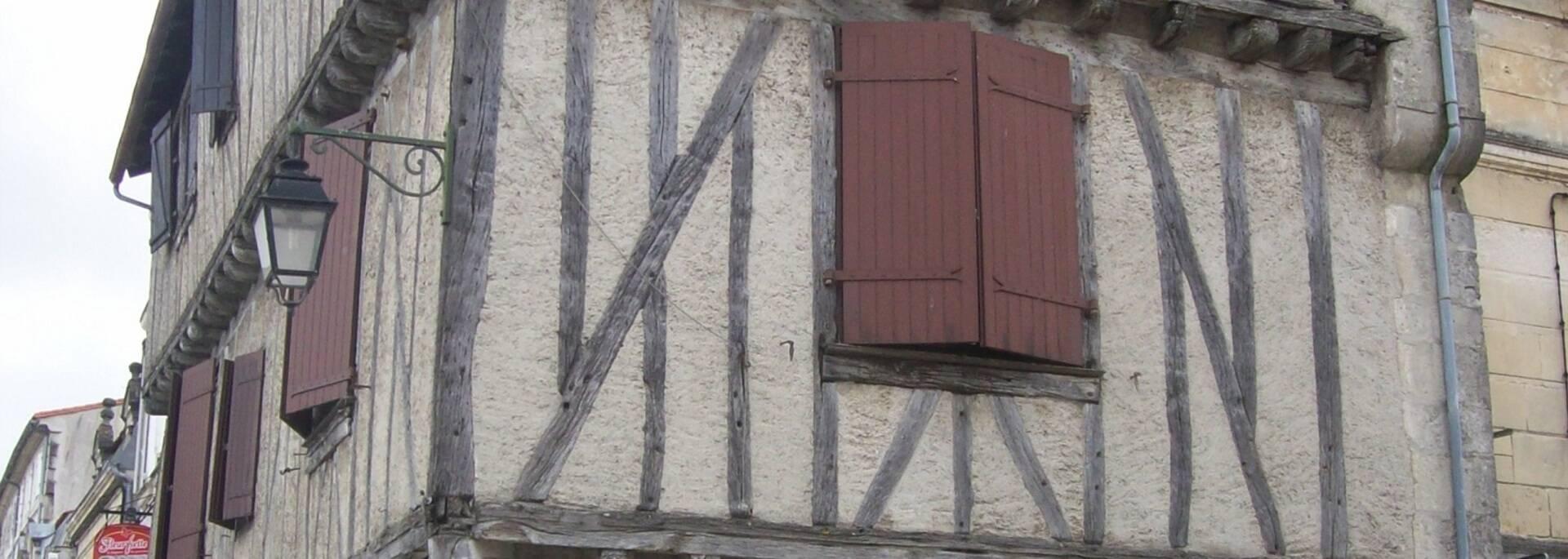 Maison médiévale à Saint-Jean d'Angély - ©Camping Val de Boutonne