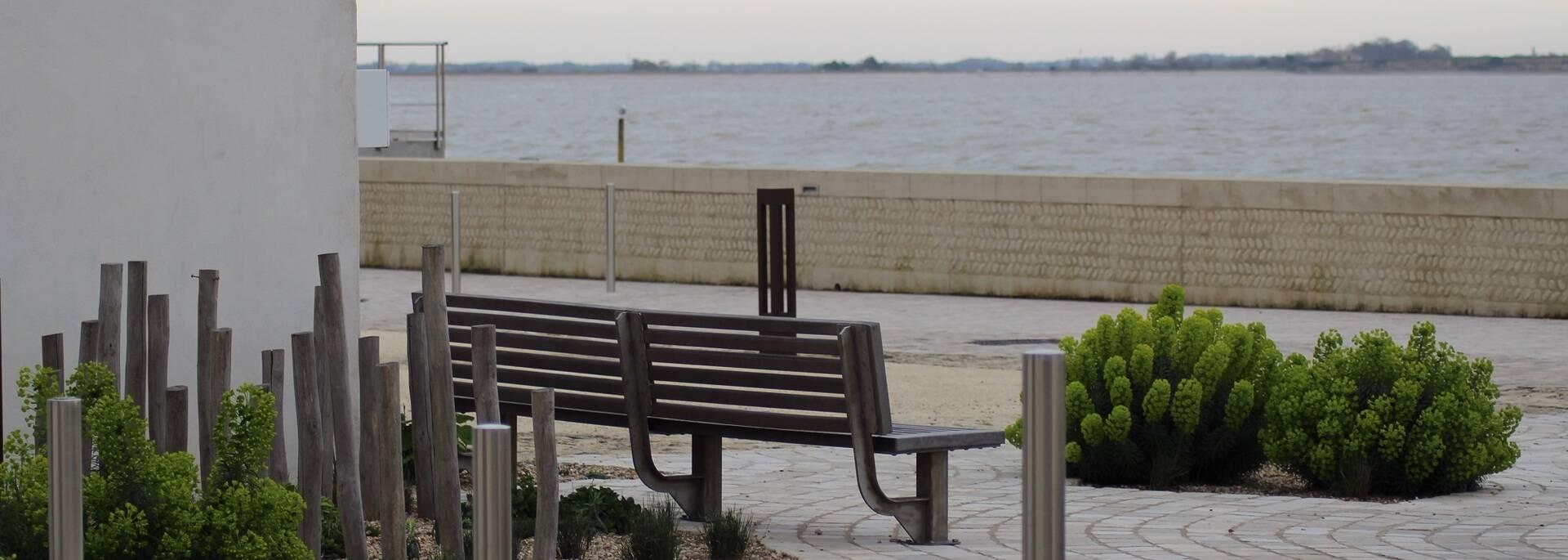 Banc face à la mer aux Boucholeurs - ©P.Migaud / FDHPA 17