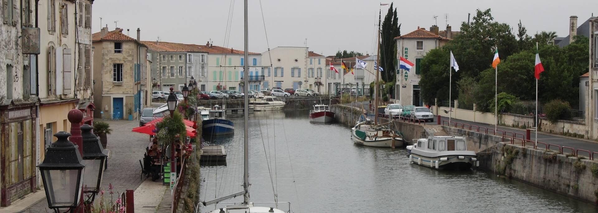 Les quais du port de Marans en Charente-Maritime - ©P.Migaud / FDHPA17