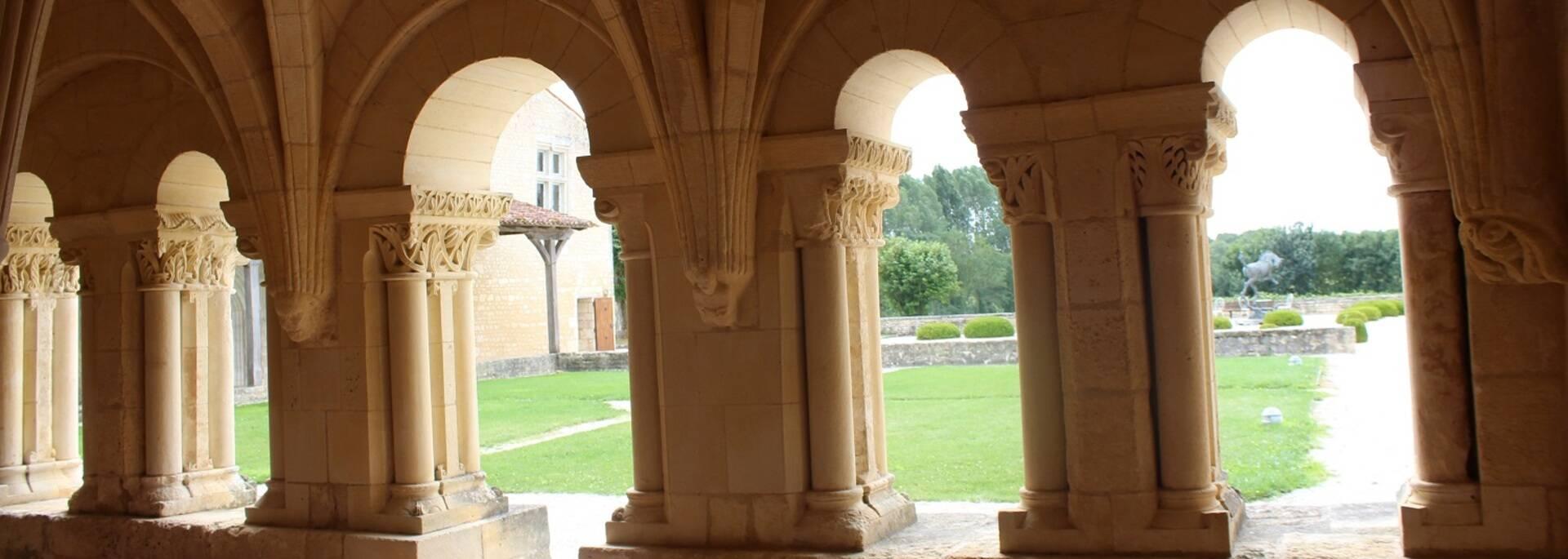 Salle capitulaire de l'Abbaye de Trizay - ©P.Migaud / FDHPA17