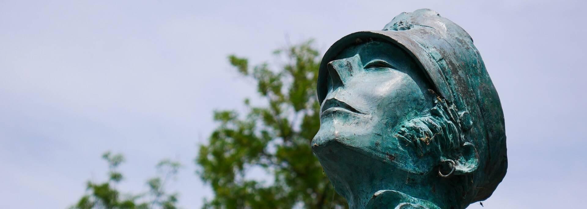 La statue de Corto Maltese à Angoulême - ©P.Migaud / FDHPA17