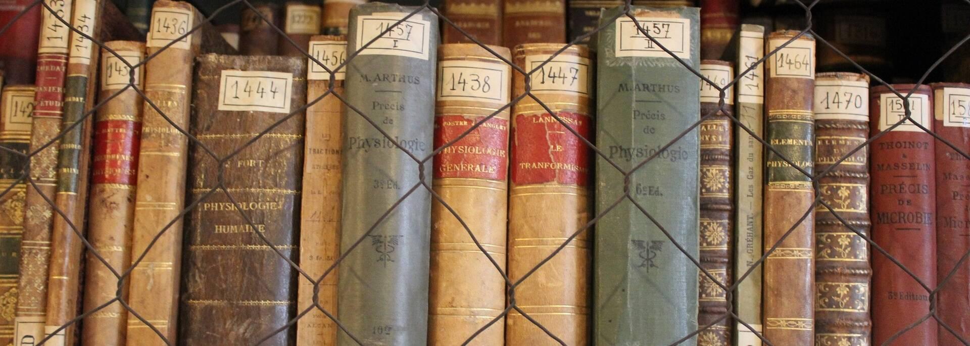 Livres anciens Musée de la Médecine Navale - ©P.Migaud / FDHPA 17