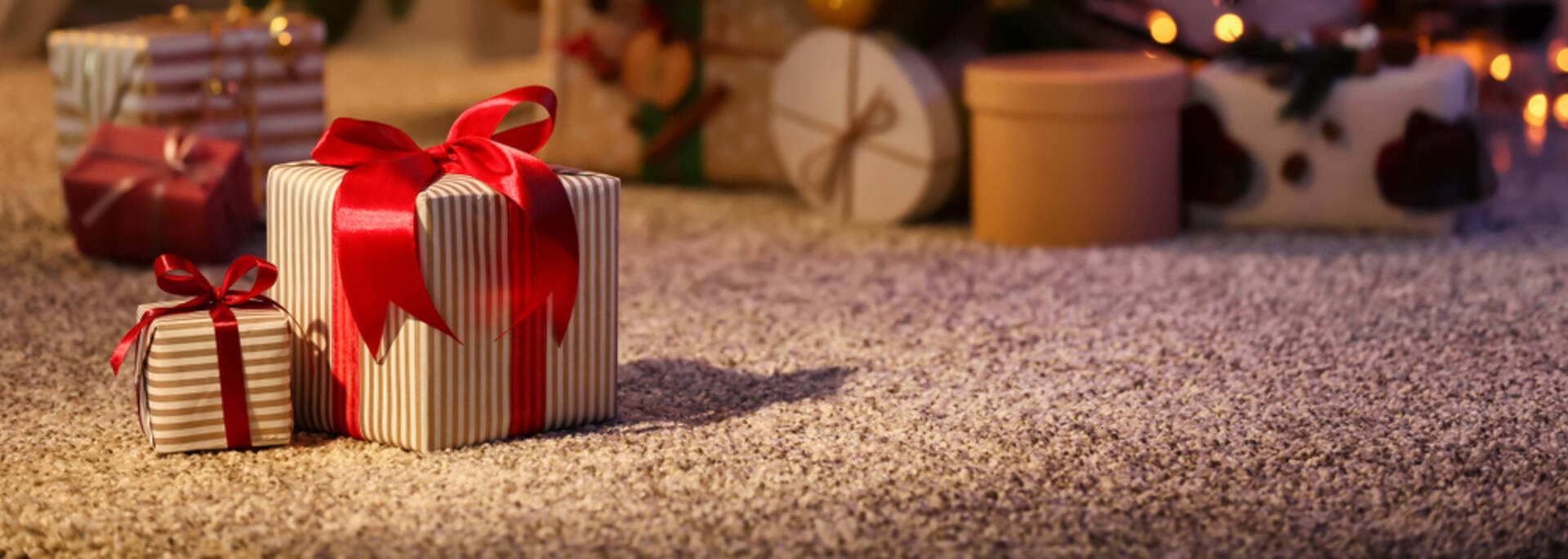 Cadeaux au pied du sapin ©shutterstock