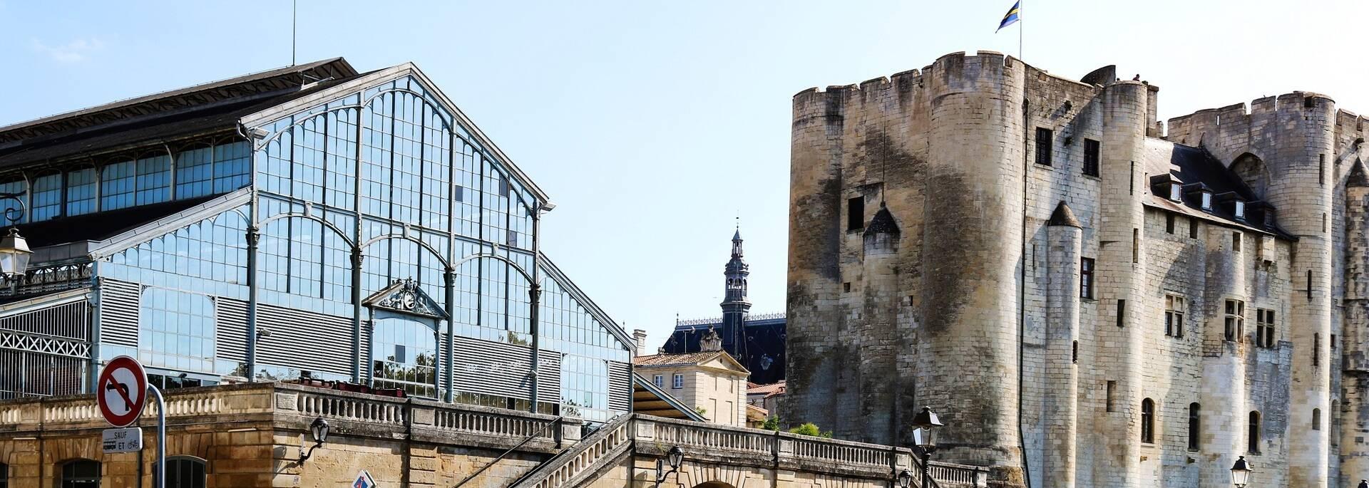 Les Halles et le Donjon de Niort - ©Shutterstock