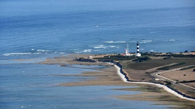 Vue aérienne du phare de Chassiron - ©FDHPA17