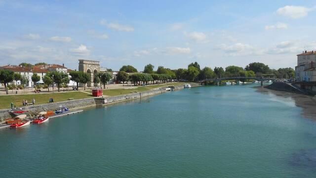 Les quais à Saintes - ©V.Baumard / FDHPA17