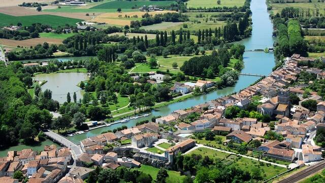 Vue sur la Charente à Saint Savinien - ©FDHPA17