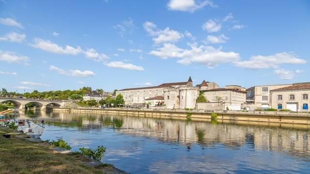 Vue des quais de Cognac - © Shutterstock
