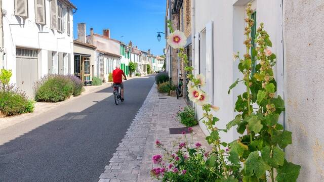 Rue pittoresque d'Ars en Ré - ©Shutterstock