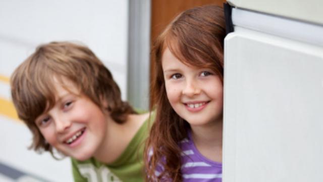 Enfants en vacances au camping - ©Shutterstock