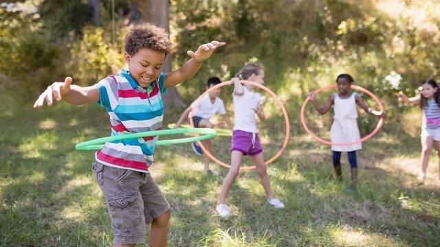 Enfants qui jouent dans un camping - ©Shutterstock
