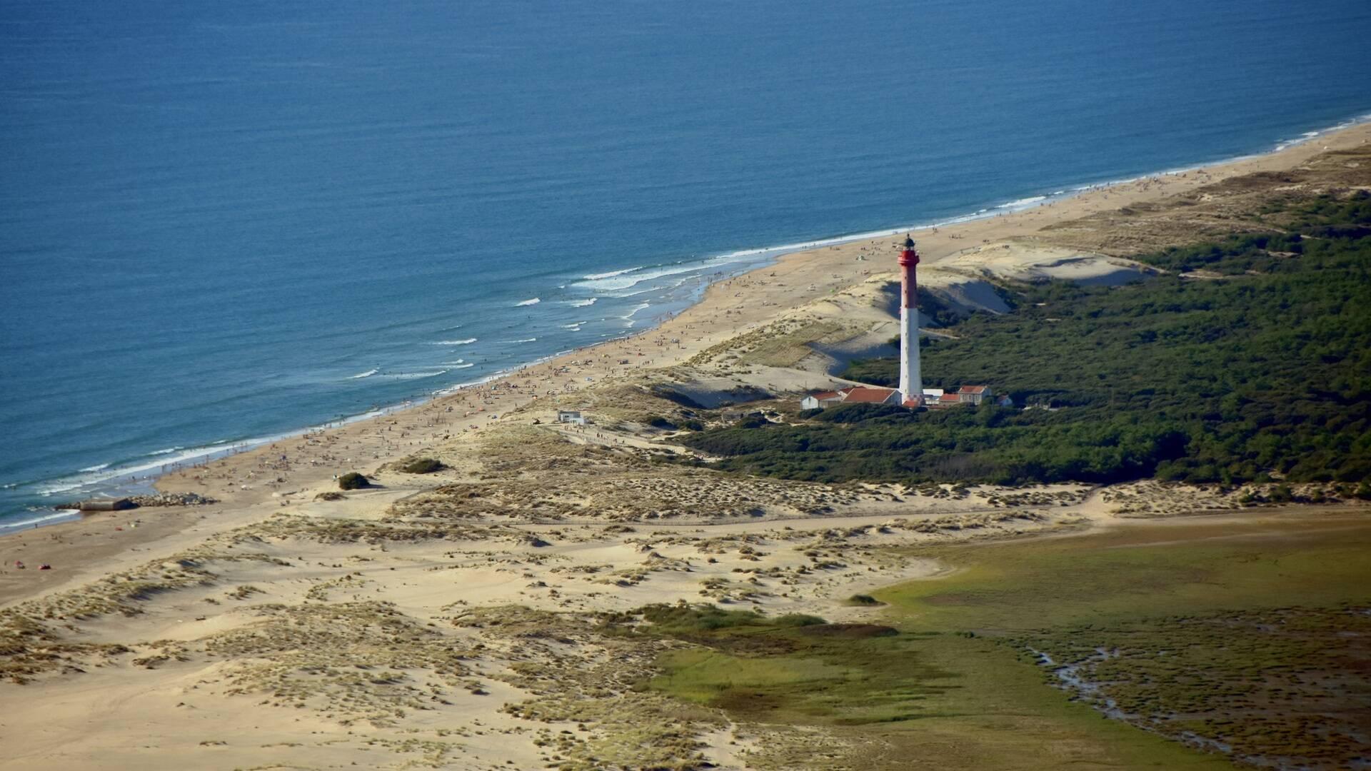 Vue aérienne du phare de la Coubre - ©FDHPA17
