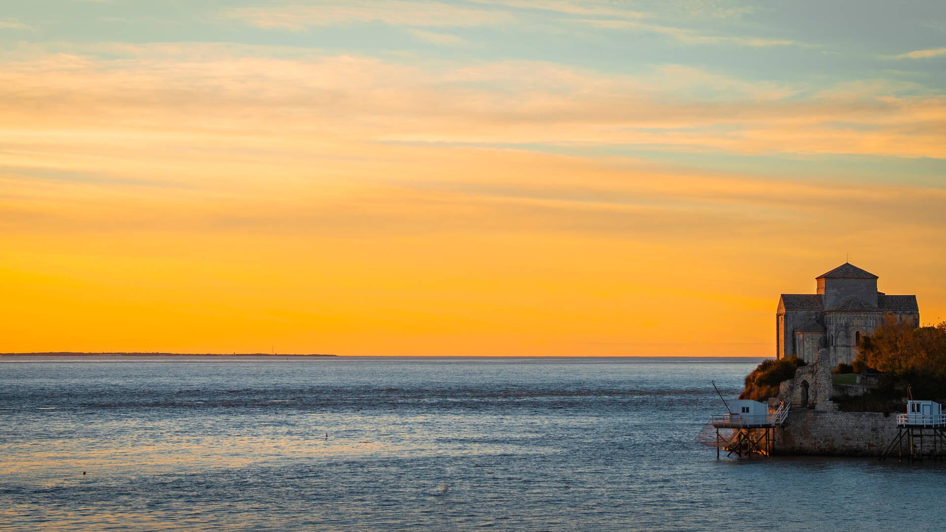 Coucher de soleil sur Talmont sur Gironde - ©Shutterstock