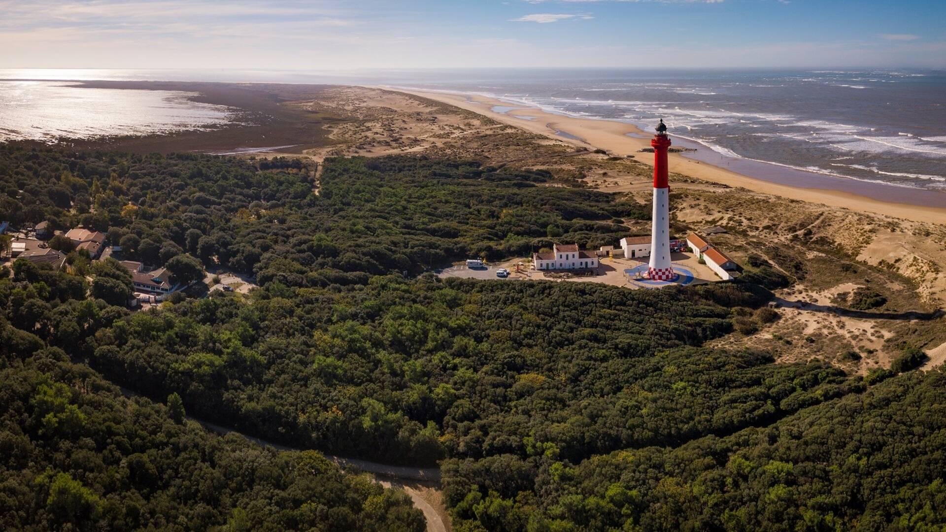 Vue de la Côte Sauvage et du phare de la Coubre - ©Shutterstock