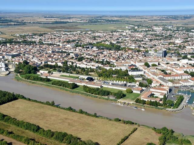 Vue aérienne de Rochefort - ©FDHPA17