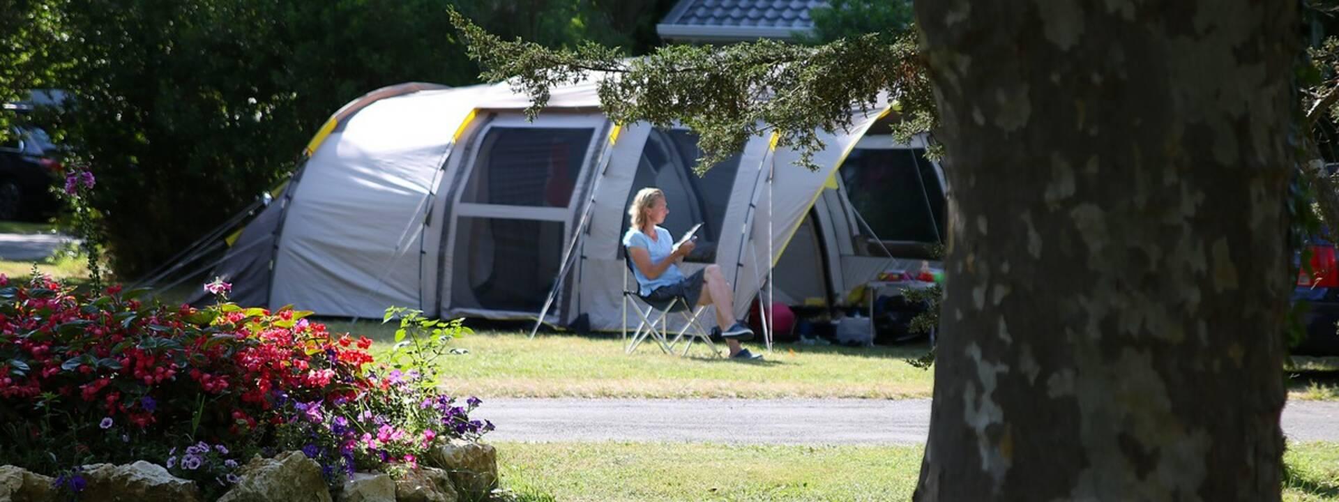 Toile de tente dans un camping - ©FDHPA 17 / PW Photographie