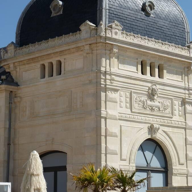 Façade du casino de Châtelaillon-Plage - ©P.Migaud / FDHPA17