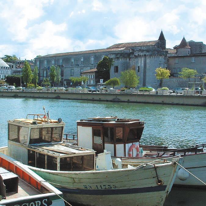 Vue des quais de Cognac - ©Charentes Tourisme