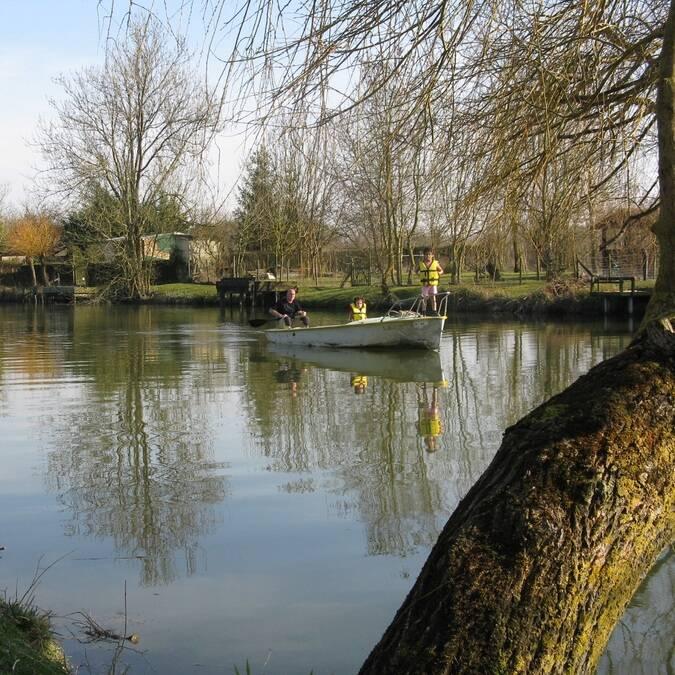 Tour de barque sur le canal - ©A.Boissard / Charentes Tourisme