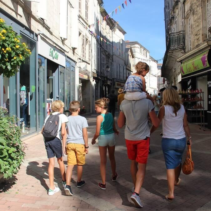 Rues piétonnes à Saintes - © P.Belin / Charentes Tourisme