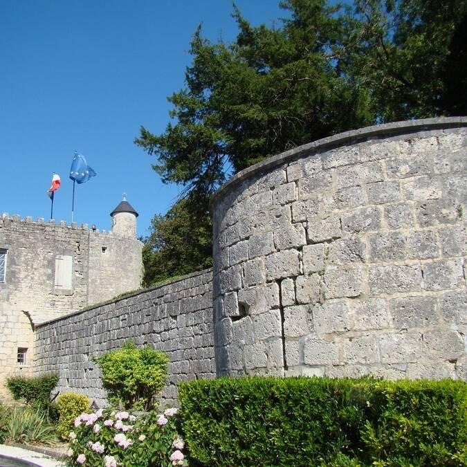Les remparts du château de Surgères - ©C.Triballier / Charentes Tourisme