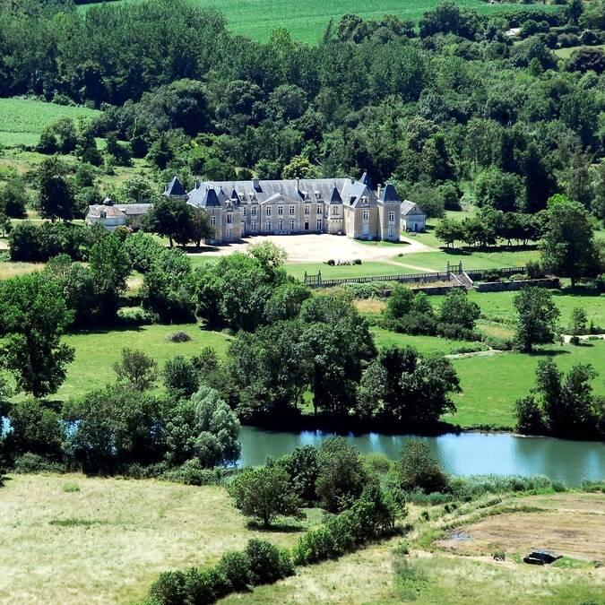 Vue aérienne du Château de Panloy - ©FDHPA17