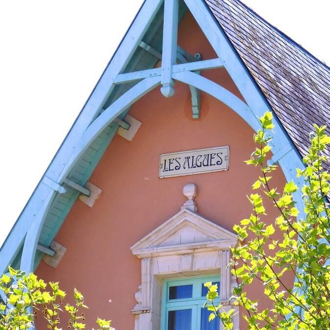 fronton d'une villa balnéaire de Châtelaillon © P.Migaud / FDHPA17