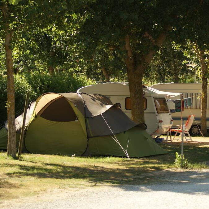 Emplacements pour tentes et caravanes