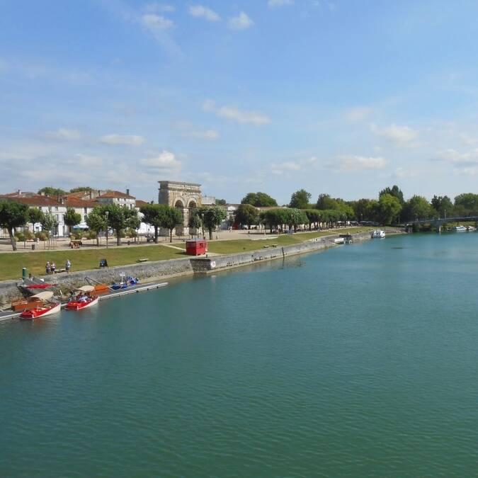 Les bords de Charente à Saintes / ©V.Baumard / FDHPA 17