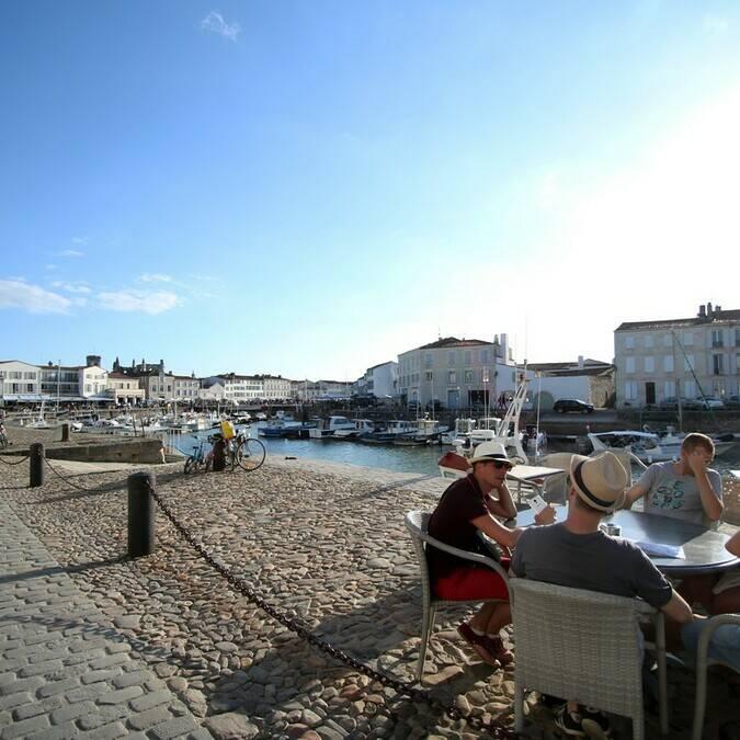 Terrasse sur le port de Saint Martin - ©PW Photographie / FDHPA17