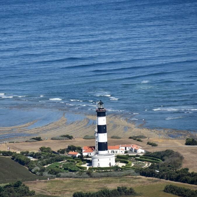 Le phare de Chassiron vu du ciel - ©FDHPA17