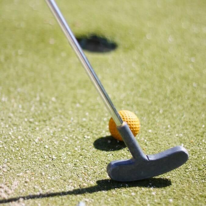 Le mini-golf, une activité familiale de l'île d'Oléron - ©PW Photographie / FDHPA17