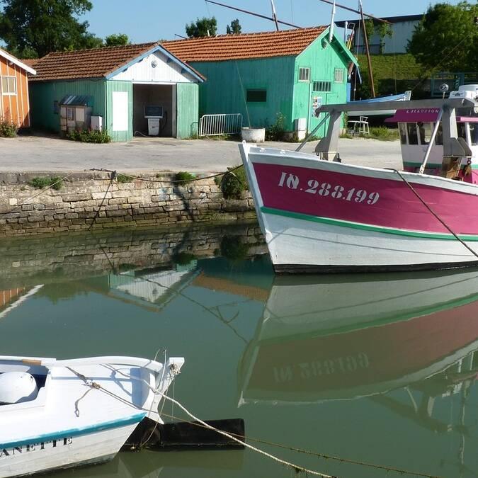 Cabanes et bateaux au Château d'Oléron - ©P.Migaud / FDHPA17