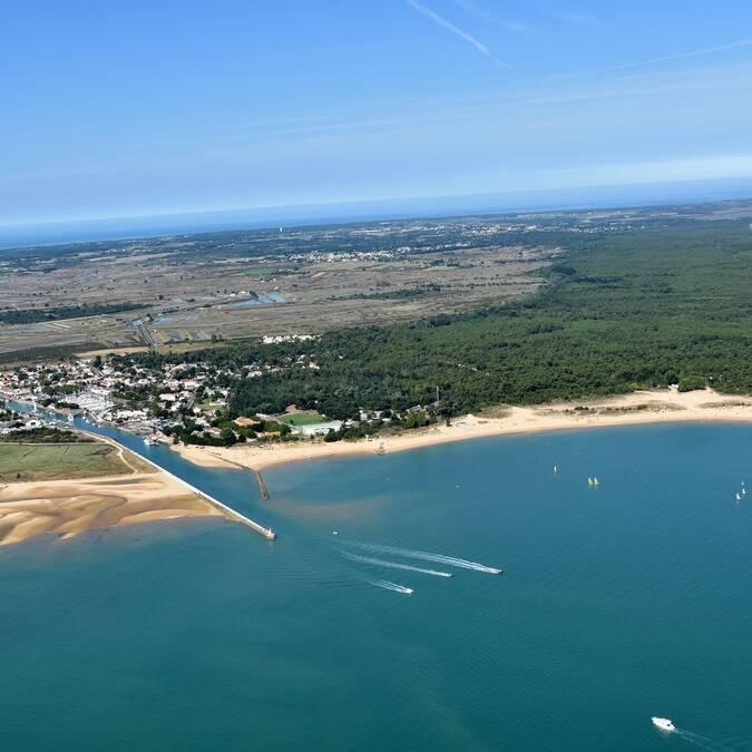 Vue aérienne des plages autour de Boyardville - © FDHPA17