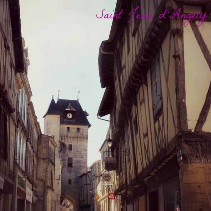Le cœur médiéval de Saint-Jean-d'Angély / © P.Migaud / FDHPA 17