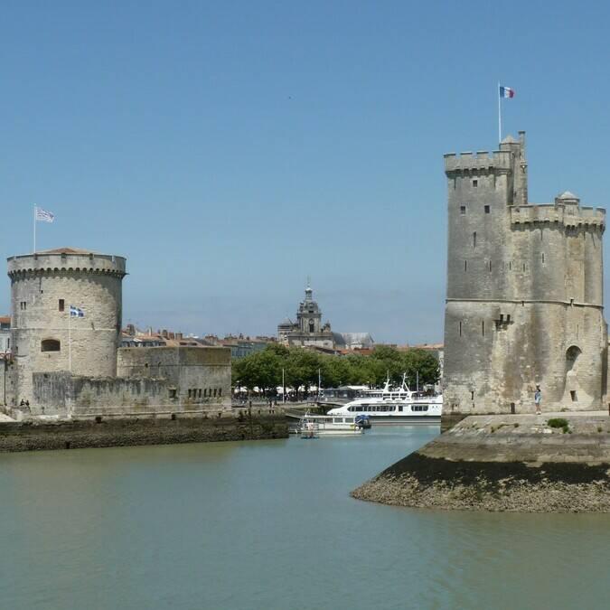 Les célèbres tours de La Rochelle / ©P.Migaud / FDHPA 17