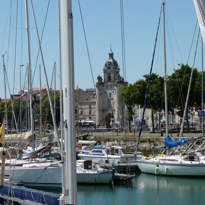 Vue sur la Grosse Horloge de La Rochelle - ©P.Migaud / FDHPA 17