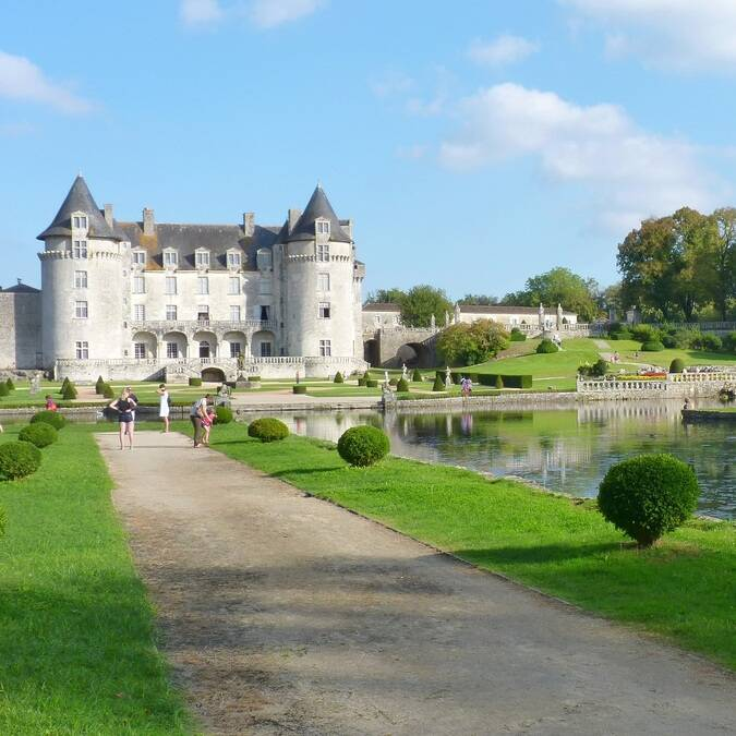 Le château de la Roche Courbon - ©FDHPA17