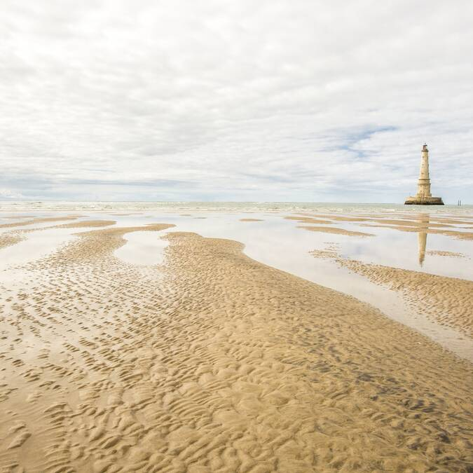 Le phare de Cordouan à marée basse - ©Shutterstock