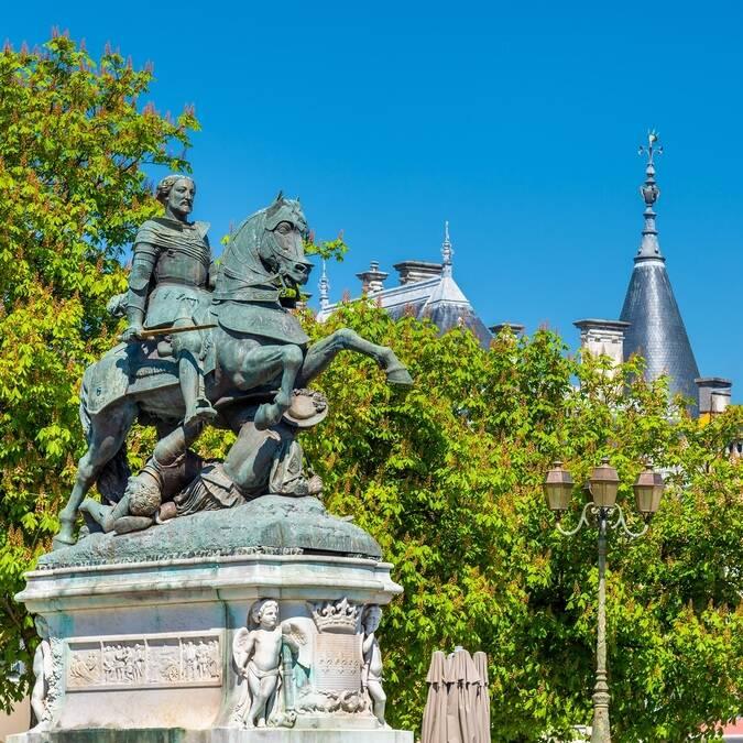 Statue de François 1er à Cognac - ©Shutterstock