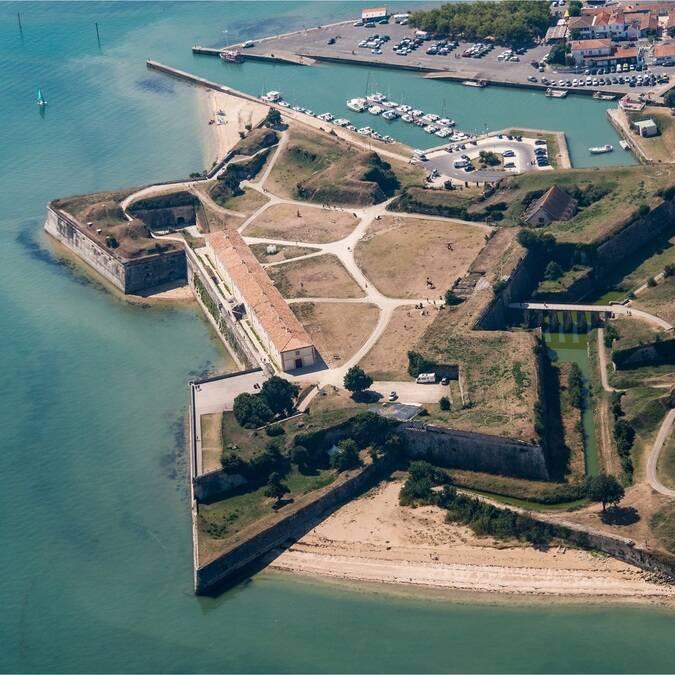 Vue aérienne de la citadelle du Château d'Oléron - ©Shutterstock